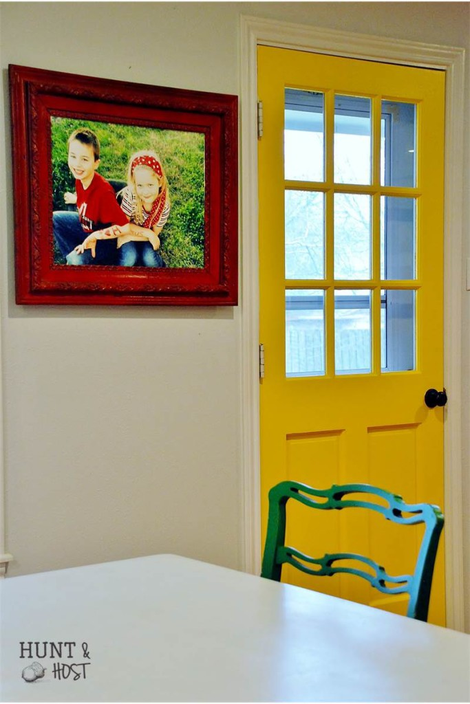 photo display yellow door