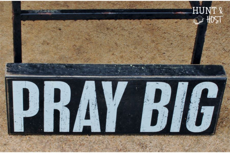 warrenton round top pray big sign