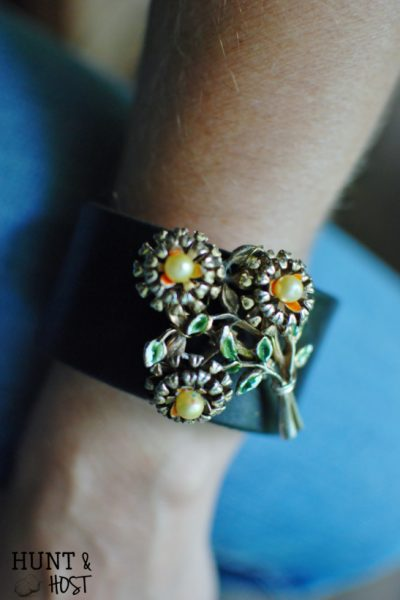 Broach bracelet hunt and host