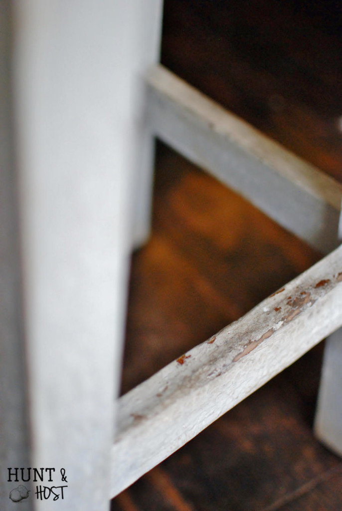 This stool goes from drab to fresh with a farmhouse patina makeover from www.huntandhost.net