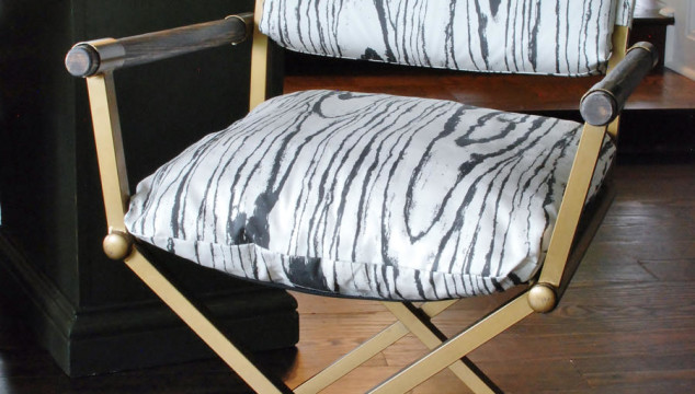 This mid-century desk chair gets a powerful neutral makeover with fois bois fabric. www.huntandhost.net