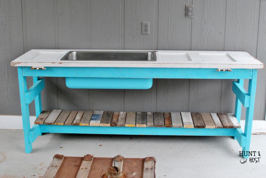 DIY outdoor party buffet in pool blue using...the kitchen sink! www.huntandhost.net