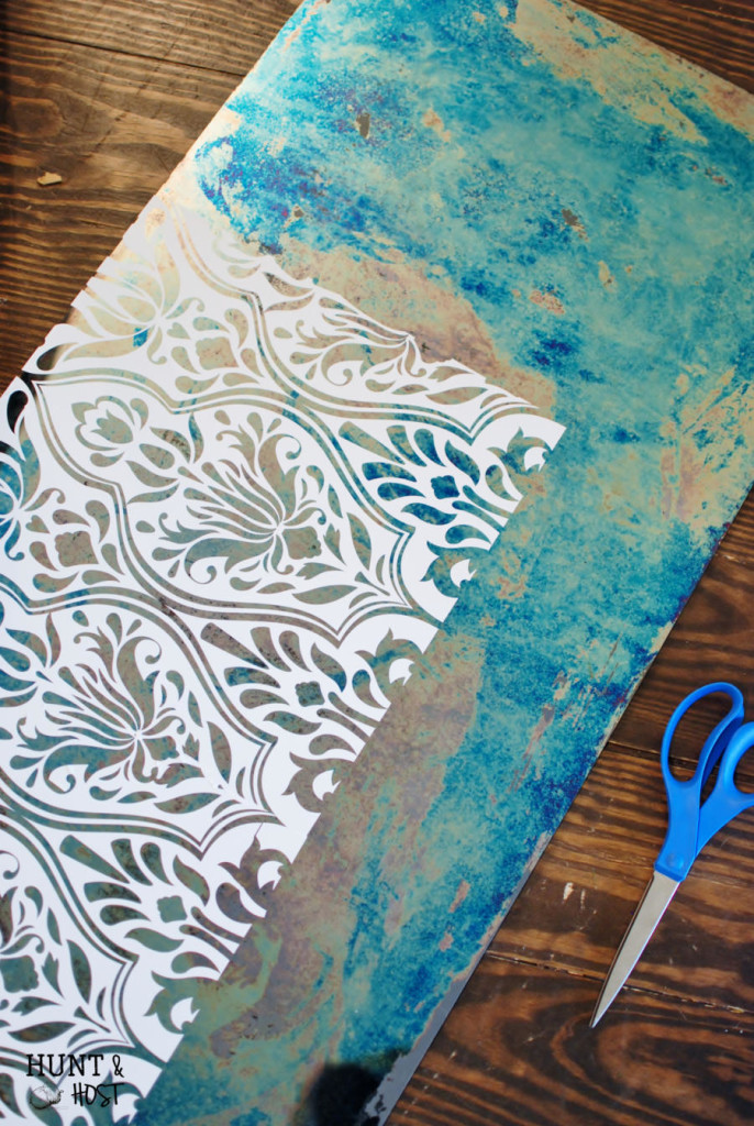 Gorgeous Damask Antique Mirror DIY tutorial. Easy steps using Amy Howard's Antique Mirror solutions by www.huntandhost.net