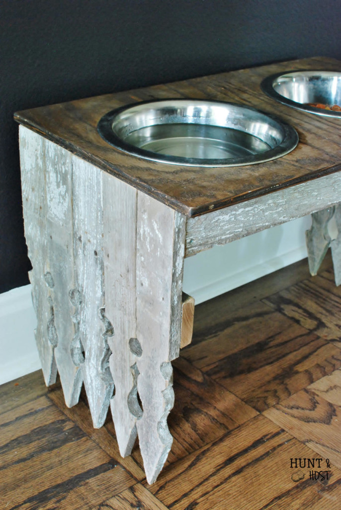A DIY tutorial on how to make your own picket fence dog bowl station! www.huntandhost.net