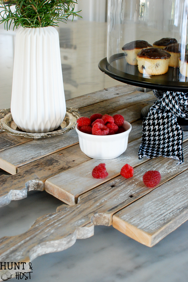 My fence picket obsession continues with this DIY picket fence serving tray tutorial.