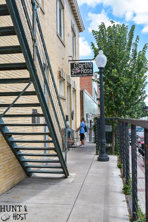 Wondering where to shop in College Station while visiting your Aggie? Head north to Bryan and use this complete list of the best places to shop in Bryan Texas as your guide to a fun, treasure filled day!