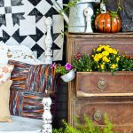 Don't ruin the family heirloom, make this easy DIY no sew porch quilt to hang outside.