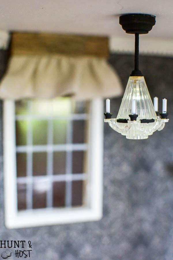 DIY Dollhouse wall art ideas along with precious DIY farmhouse style dollhouse décor.