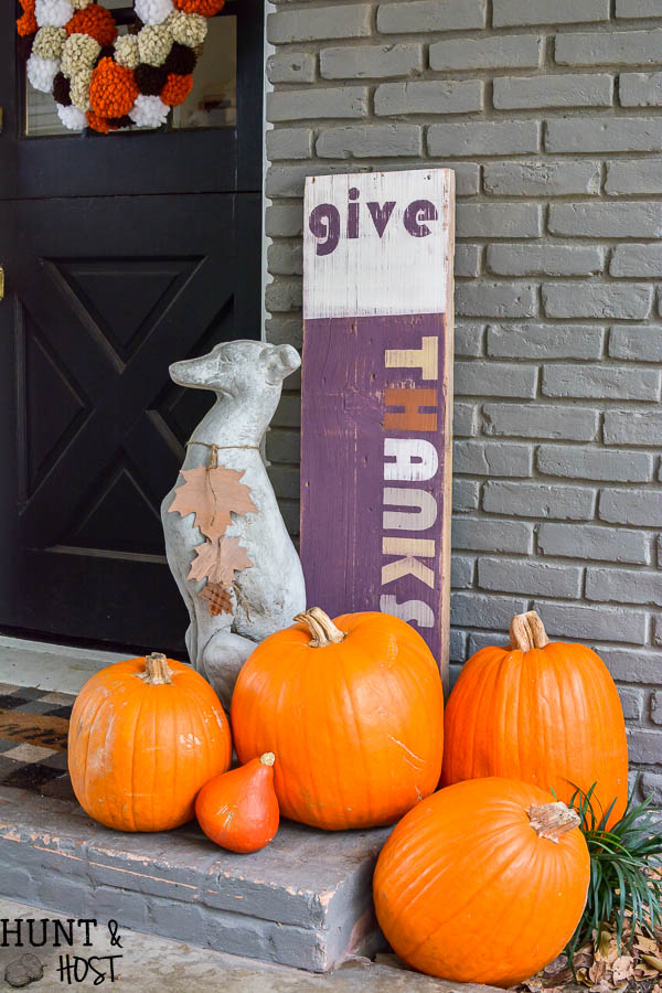 Check out this retro give thanks sign, perfect for your fall decor. Easy diy sign.