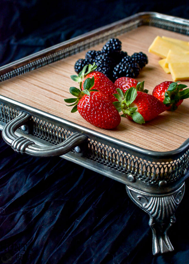 I found these old casserole servers missing their dish at a garage sale. They were so easy to turn into beautiful trays that could be used to organized kitchen counters, a cute nightstand tray, coffee table tray, fruit and cheese tray or serving platter. The possibilities are endless with this easy DIY silver tray makeover!