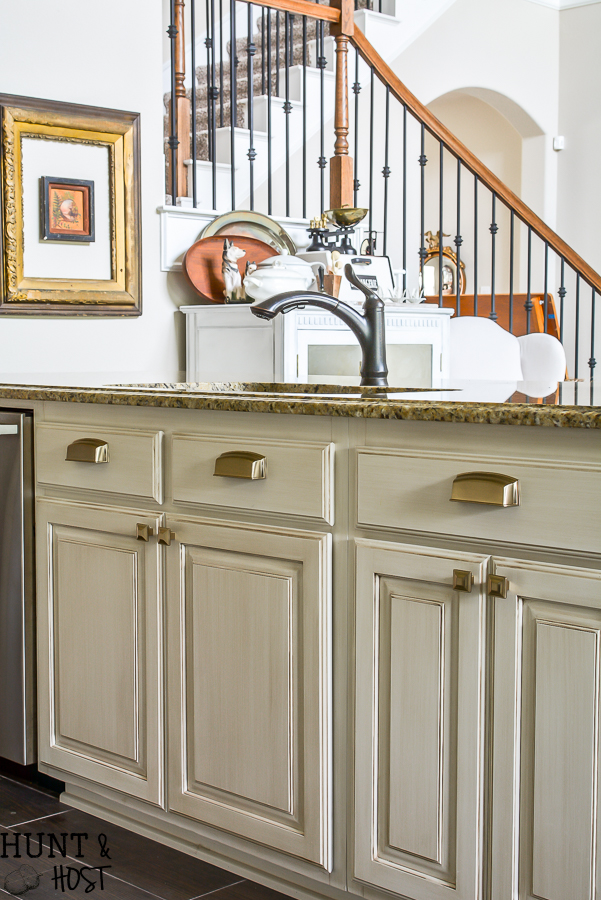 New kitchen hardware adds instant vintage feel and upgrades your builder grade selections in an afternoon! This easy DIY install is perfect to make your boring kitchen cabinets stand out. #kitchenupgrade #goldhardware #kitchengoals #frenchcountrydecor