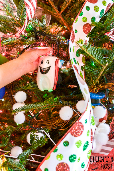 Learn how to make a beautiful and easy Christmas bow tree topper to update your Christmas decoration. This home tour highlights classic heirloom Christmas ornaments and decorating given a fresh update with new ribbons and garland. #handmadewithJOANN #Christmasupdate #bowmaking