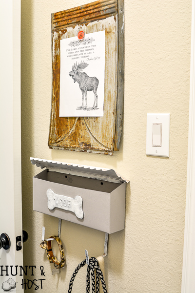 Cute idea to repurpose a vintage mailbox into a dog walking station. Upcycled storage solutions are the best! It's great to have a useful and stylish organiztion idea up your sleeve, especially when it comes to a good way to store pet supplies like dog leashes and treats. #petstorage #dogwalkingstation #vintagestyle #mailboxupcycle